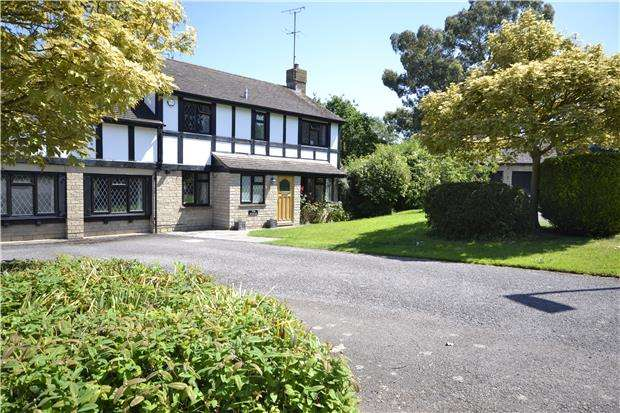 5 Bedrooms Detached House for rent in Close Field, Gretton, Cheltenham, GL54 5JY