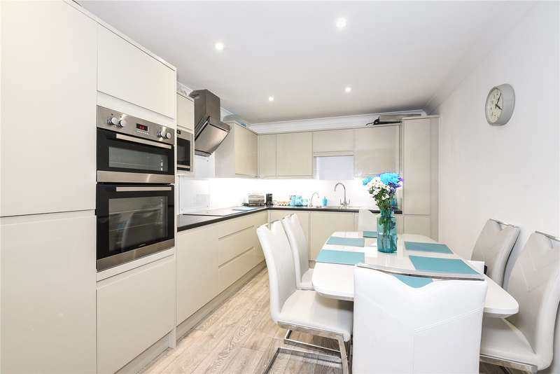 2 Bedrooms Apartment Flat for sale in Hubbards Close, Uxbridge, Middlesex, UB8
