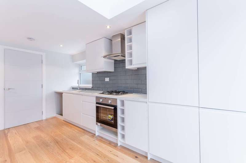 3 Bedrooms Terraced House for sale in Winchester Road, Chingford, E4