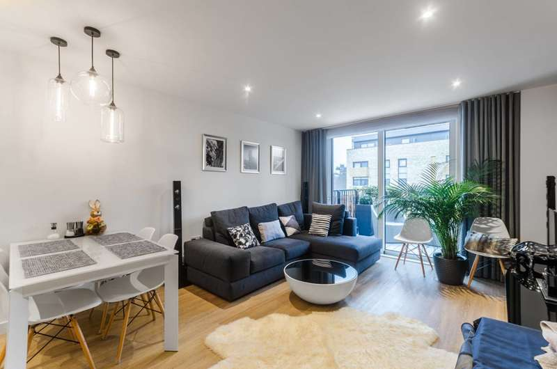 2 Bedrooms Flat for sale in Grand Canal Avenue, Deptford, SE16