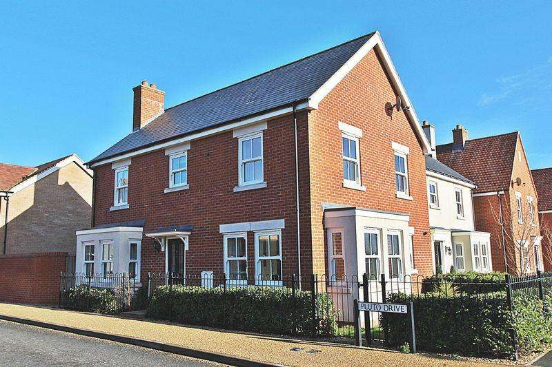 4 Bedrooms Semi Detached House for sale in Pluto Drive, Biggleswade