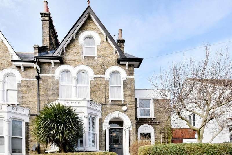4 Bedrooms Semi Detached House for sale in Embleton Road, Lewisham