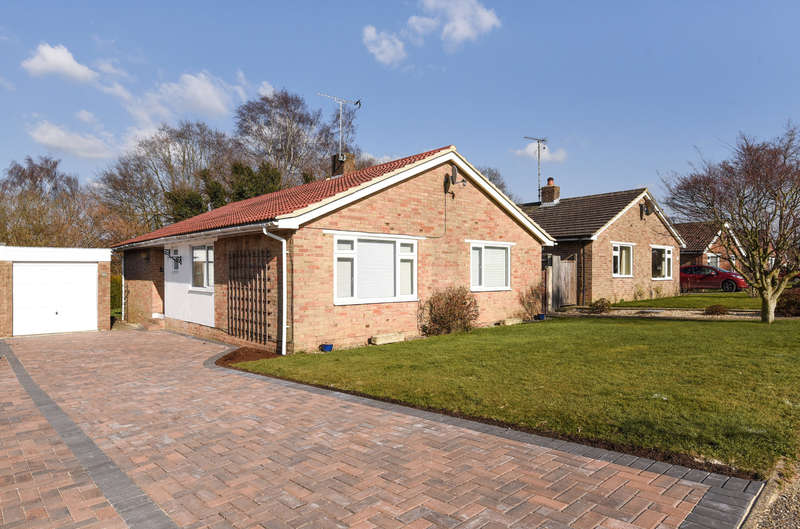 2 Bedrooms Detached Bungalow for sale in Martlets, West Chiltington, RH20