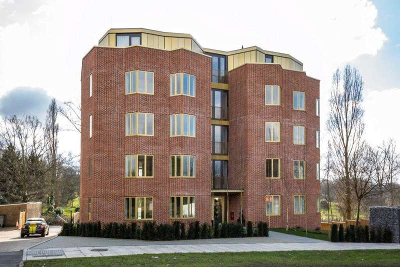 2 Bedrooms Apartment Flat for sale in Bishops Wood Court, 29 Aylmer Road, London, N2