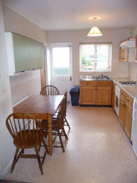 5 Bedrooms End Of Terrace House for rent in Topsham Road, Tooting Bec