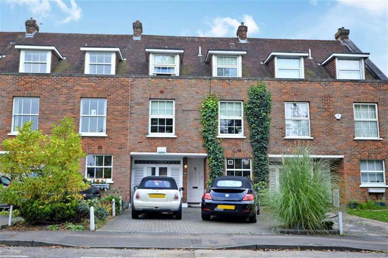 3 Bedrooms Town House for sale in Stonards Hill, Epping