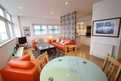 2 Bedrooms Flat for rent in Castlebank Place, Glasgow Harbour