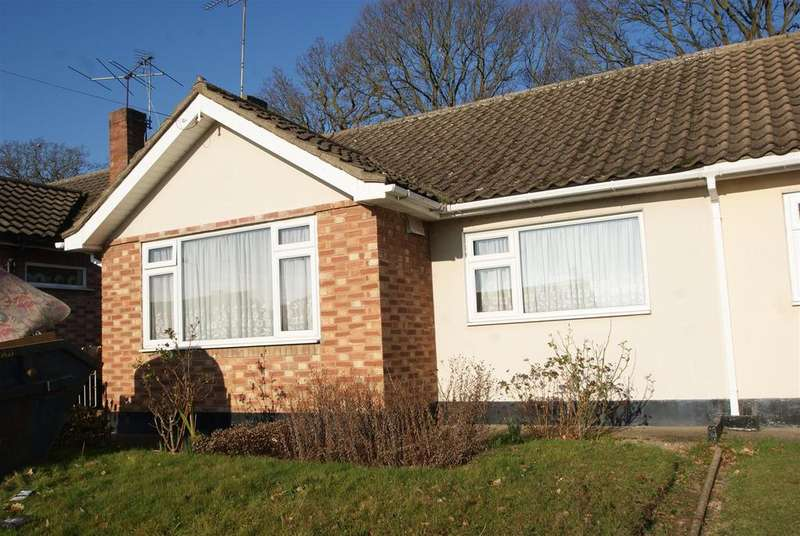 2 Bedrooms Semi Detached Bungalow for sale in Ascot Close, Thundersley