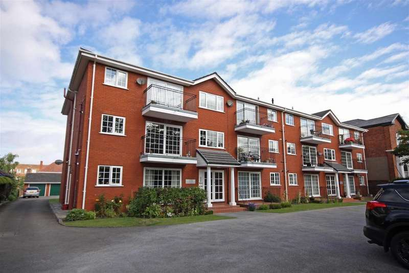3 Bedrooms Flat for sale in Westleigh Court, Queens Road, Southport