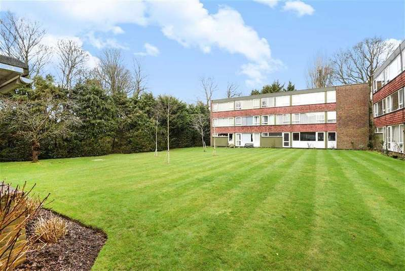 2 Bedrooms Flat for sale in Eaton Court, Boxgrove Avenue, Guildford, Surrey, GU1