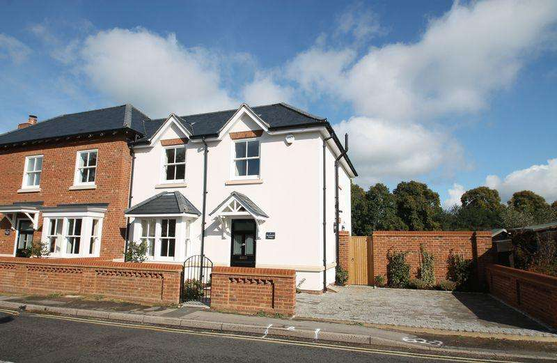 3 Bedrooms Semi Detached House for sale in Newark Lane, Ripley