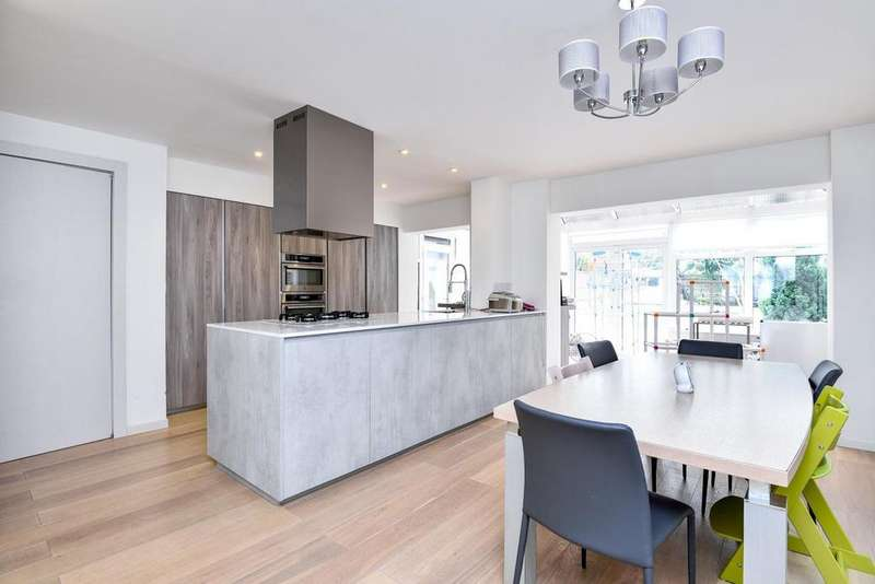 3 Bedrooms Semi Detached House for sale in Essex Park, Finchley