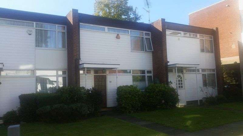 2 Bedrooms Property for sale in Caroline Court, The Chase, Stanmore, Middlesex, HA7 3ST