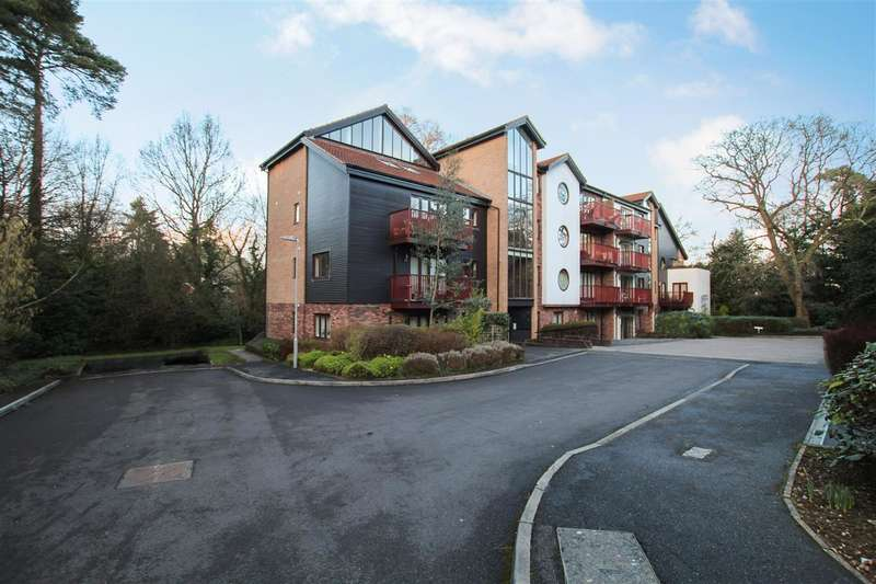 3 Bedrooms Flat for sale in Ripley Court, Coach House Mews, Ferndown