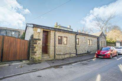 3 Bedrooms Bungalow for sale in Moorfield Street, Savile Park, Halifax, West Yorkshire