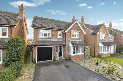 5 Bedrooms Detached House for sale in Oaktree Drive, Romanby, Northallerton, North Yorkshire