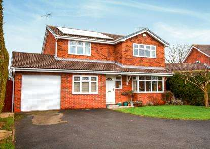 4 Bedrooms Detached House for sale in Raven Close, Sandbach, Cheshire