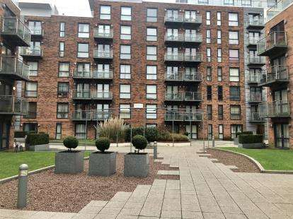 1 Bedroom Flat for sale in Granite Court, Longfield Centre, Prestwich, Greater Manchester