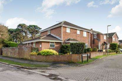 4 Bedrooms Detached House for sale in Hayling Island, Hampshire