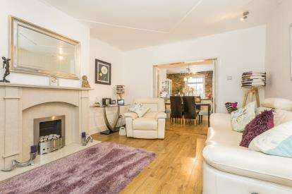 2 Bedrooms Terraced House for sale in Haslingden Road, Rossendale, Lancs, BB4