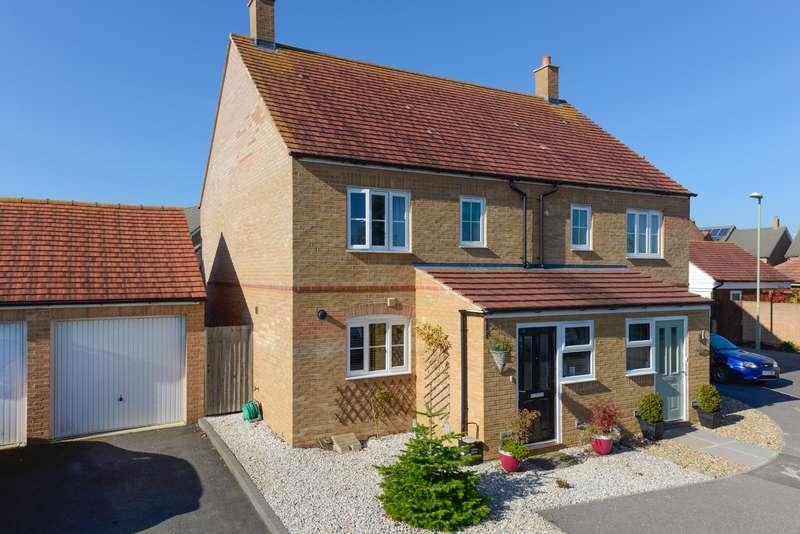 3 Bedrooms Semi Detached House for sale in Southdown Close, Bridgefield, Ashford, TN25