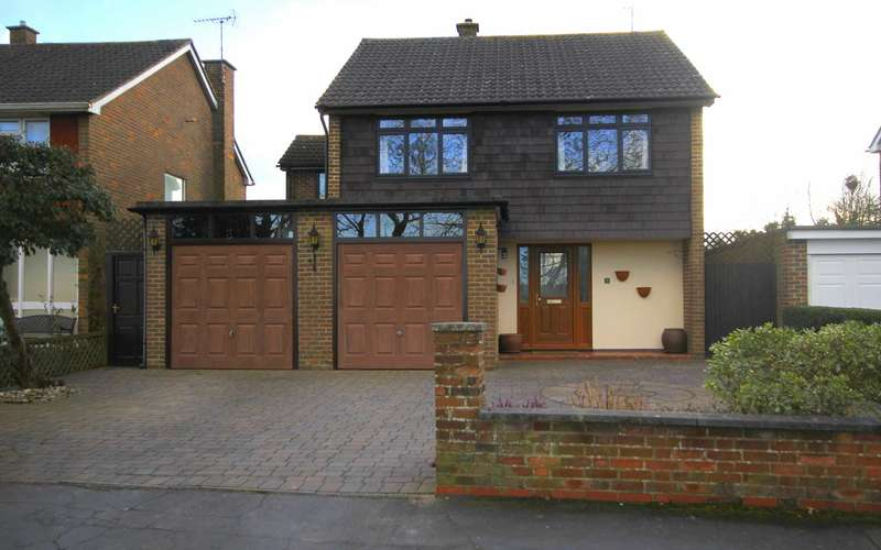 4 Bedrooms Detached House for sale in LEVERSTOCK GREENS PREMIER LOCATION