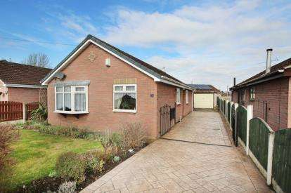 3 Bedrooms Bungalow for sale in Hoddesdon Crescent, Dunscroft, Doncaster