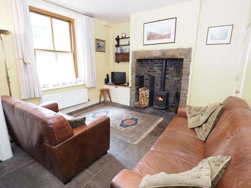 3 Bedrooms Terraced House for sale in Springfield Terrace, Valley Road, Hayfield, High Peak, SK22 2LT