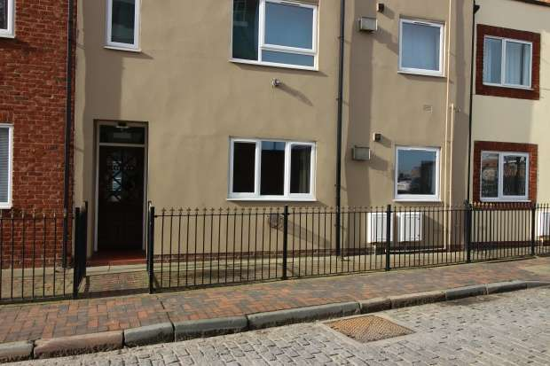 1 Bedroom Studio Flat for sale in High Street, Kingston-Upon-Hull, East Riding, HU1 1HA