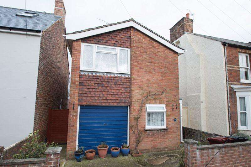 3 Bedrooms Detached House for sale in Grove Road, Chichester