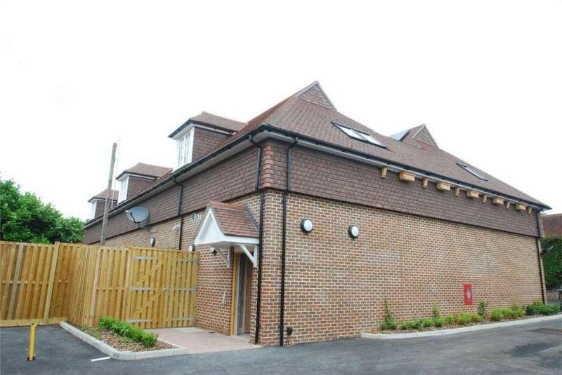 2 Bedrooms Flat for rent in Lenham
