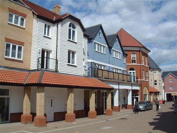 2 Bedrooms Flat for rent in Boleyn House, Roche Close, Rochford