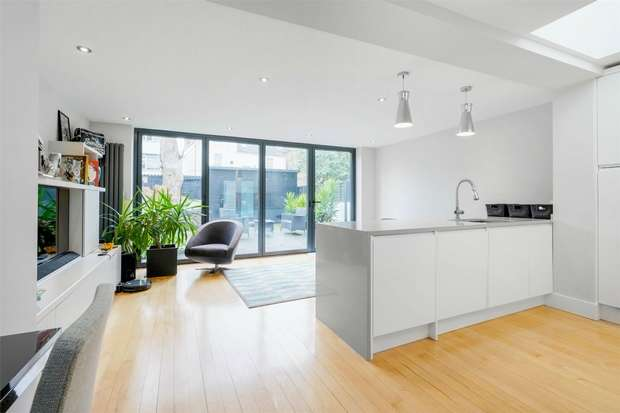 2 Bedrooms Flat for sale in Arlington Gardens, Chiswick