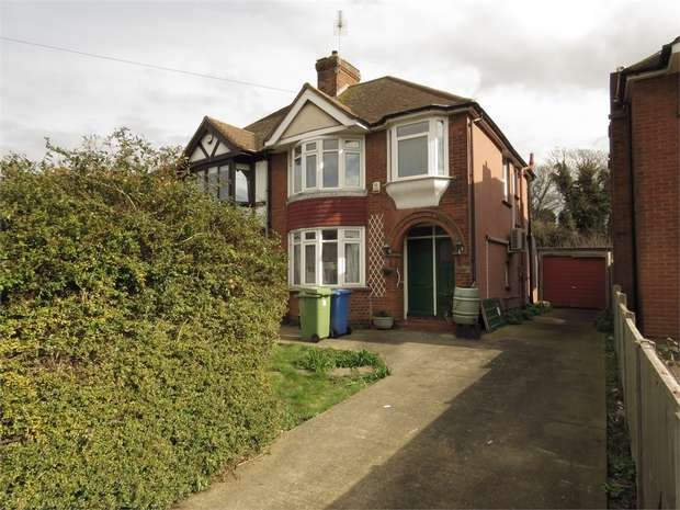 3 Bedrooms Semi Detached House for rent in Chalkwell Road, SITTINGBOURNE, Kent