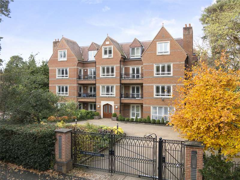 3 Bedrooms Flat for sale in Cavendish Road, Weybridge, Surrey, KT13