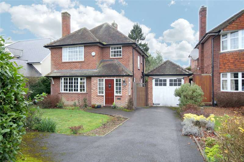 4 Bedrooms Detached House for sale in Simons Walk, Englefield Green, Surrey, TW20