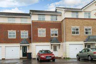 3 Bedrooms Terraced House for sale in Harvester Close, Chichester, West Sussex