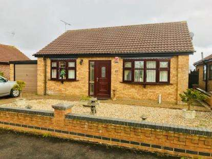 2 Bedrooms Bungalow for sale in Beaumont Close, Burgh Le Marsh, Lincolnshire