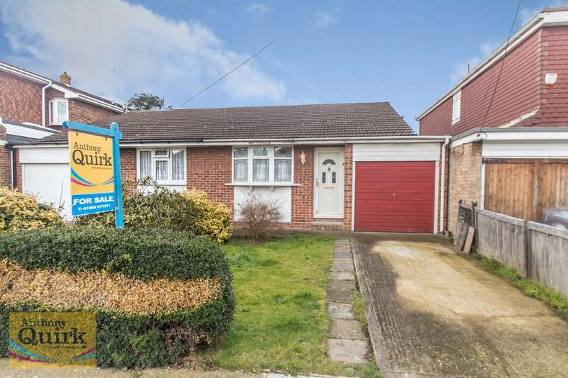 1 Bedroom Bungalow for sale in Cambridge Road, Canvey Island, SS8