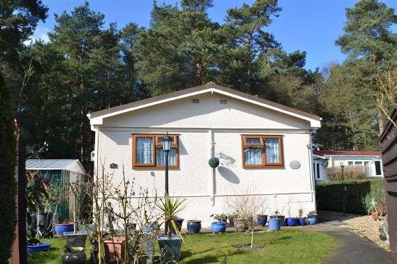 2 Bedrooms Property for sale in Pinelands Mobile Home Park, Reading