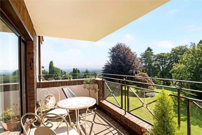 2 Bedrooms Flat for sale in Oak Lodge, Lythe Hill Park, Haslemere, Surrey, GU27
