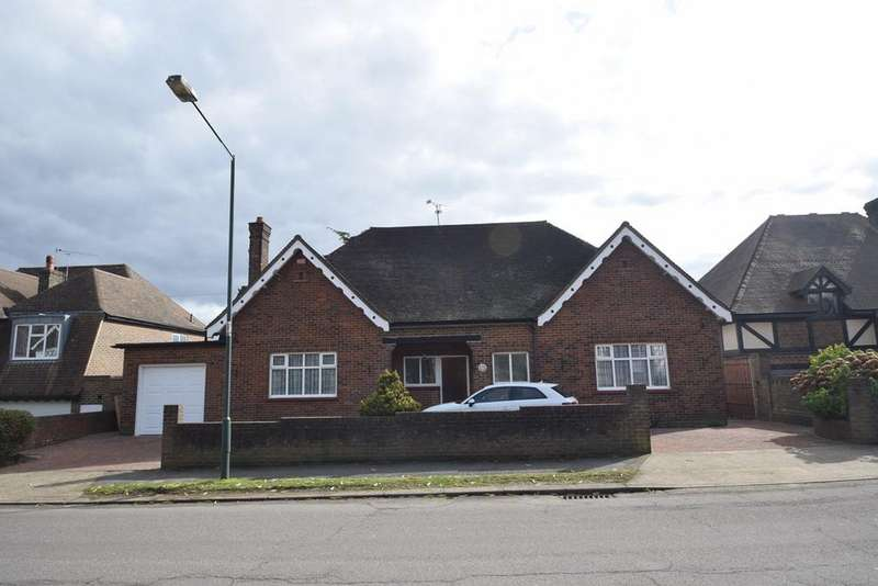 5 Bedrooms Detached Bungalow for sale in The Ridgeway, Chatham, ME4