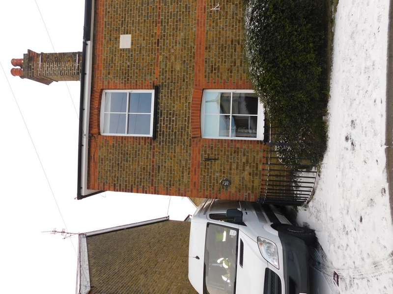 2 Bedrooms Semi Detached House for rent in Victoria Road, Maldon, Essex CM9