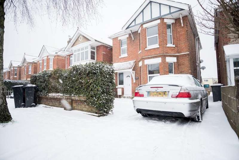 2 Bedrooms Flat for sale in 2 First Floor Flat