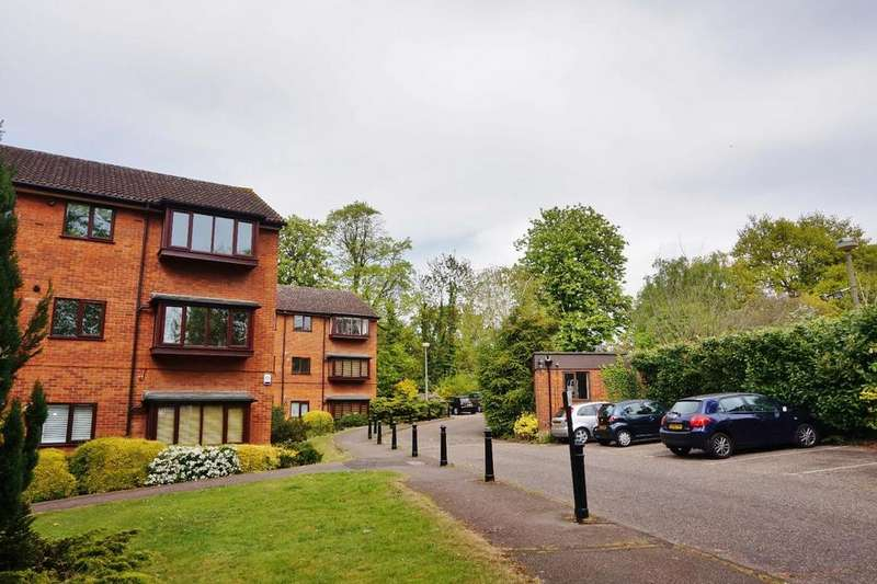 2 Bedrooms Apartment Flat for sale in Church Road, Buckhurst Hill