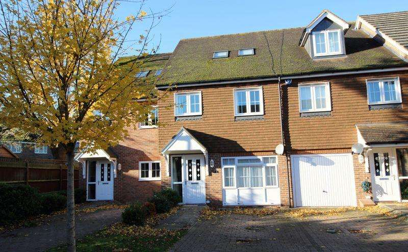 3 Bedrooms Terraced House for sale in WILLIAM SELLARS CLOSE, CATERHAM ON THE HILL
