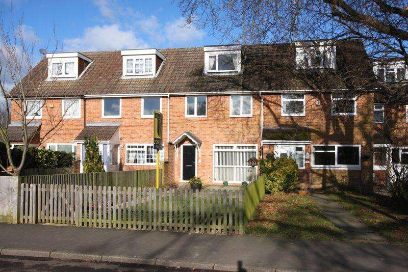 3 Bedrooms Town House for sale in Green Lane, Crawley