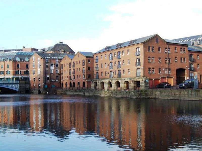 2 Bedrooms Flat for sale in Riverside Court, Call Lane, City Centre, Leeds 1