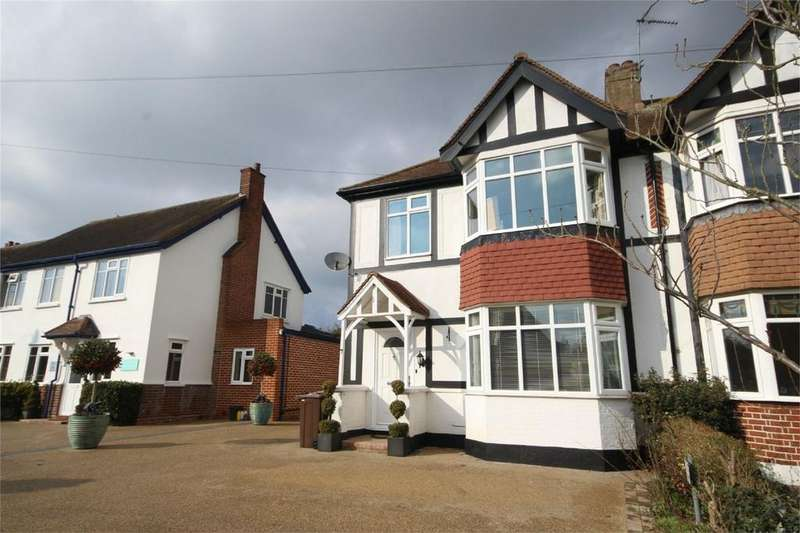 3 Bedrooms Semi Detached House for rent in 7 First Avenue, CHELMSFORD, Essex