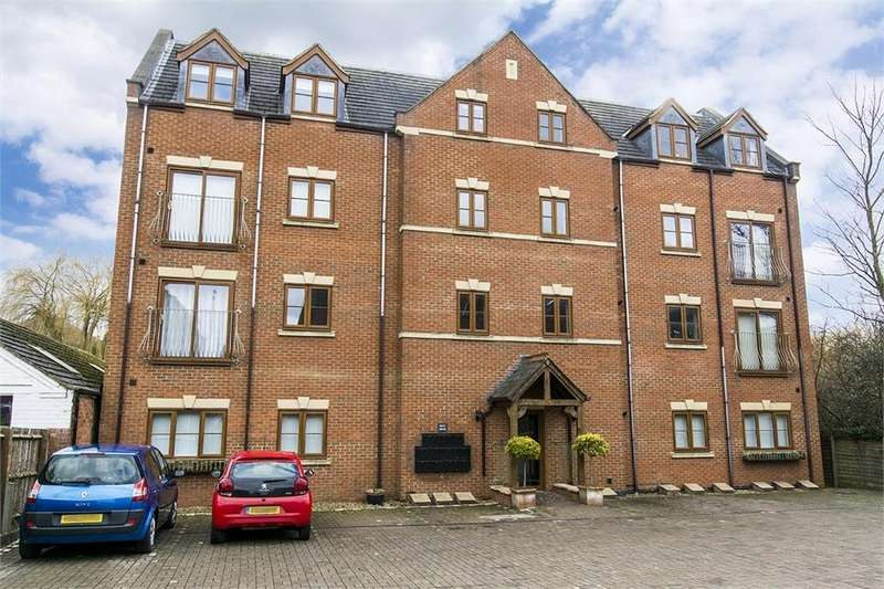 3 Bedrooms Flat for sale in Flat 10 Birch House, 56 St Marys Road, Market Harborough, Leicestershire